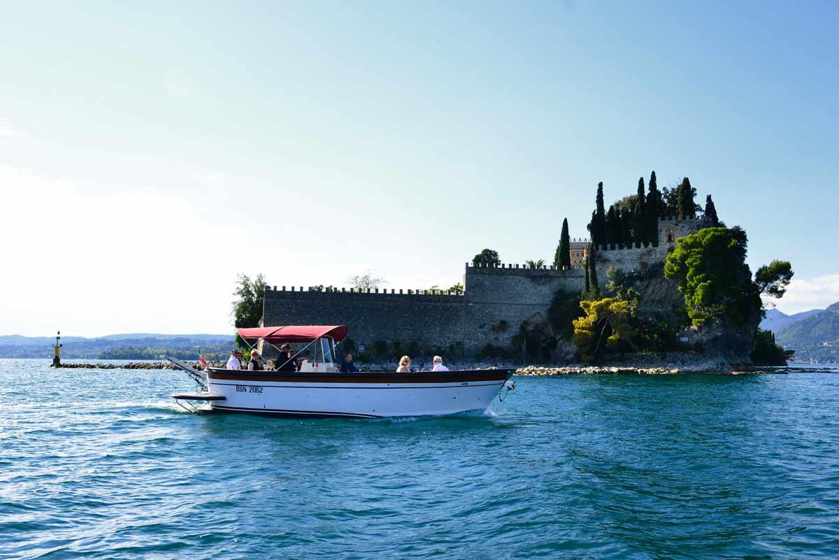 Tour in barca dell'Isola di Garda
