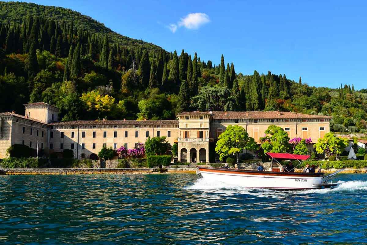 Giro turistico in barca del Lago di Garda