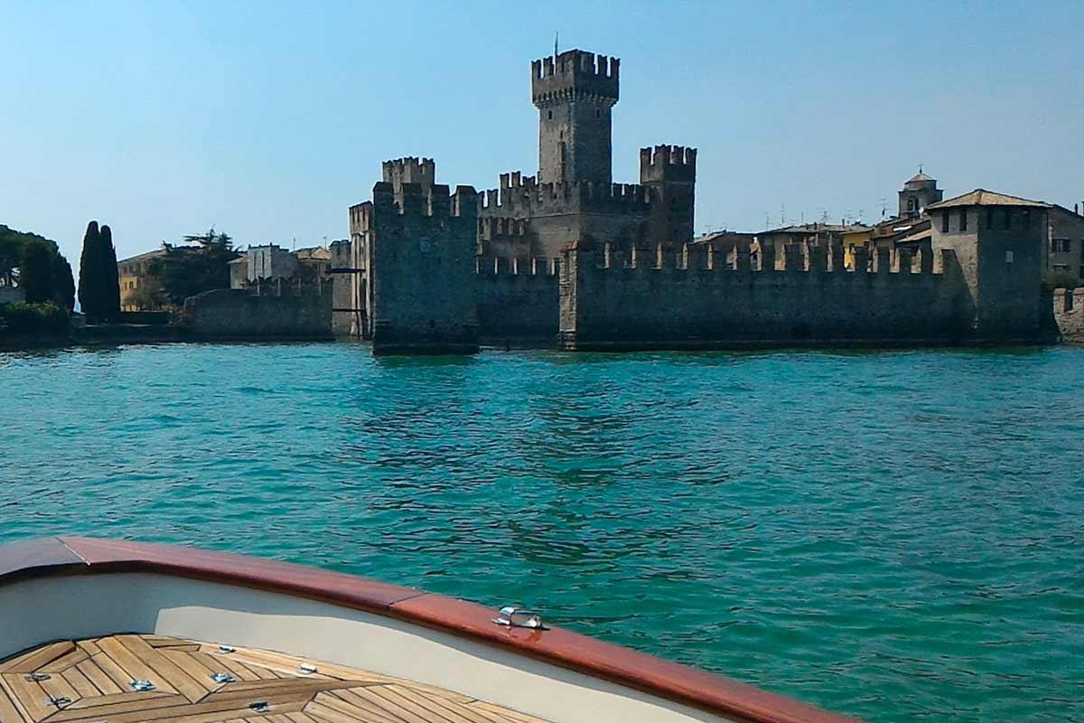 Castello Scaligero da Salò in barca