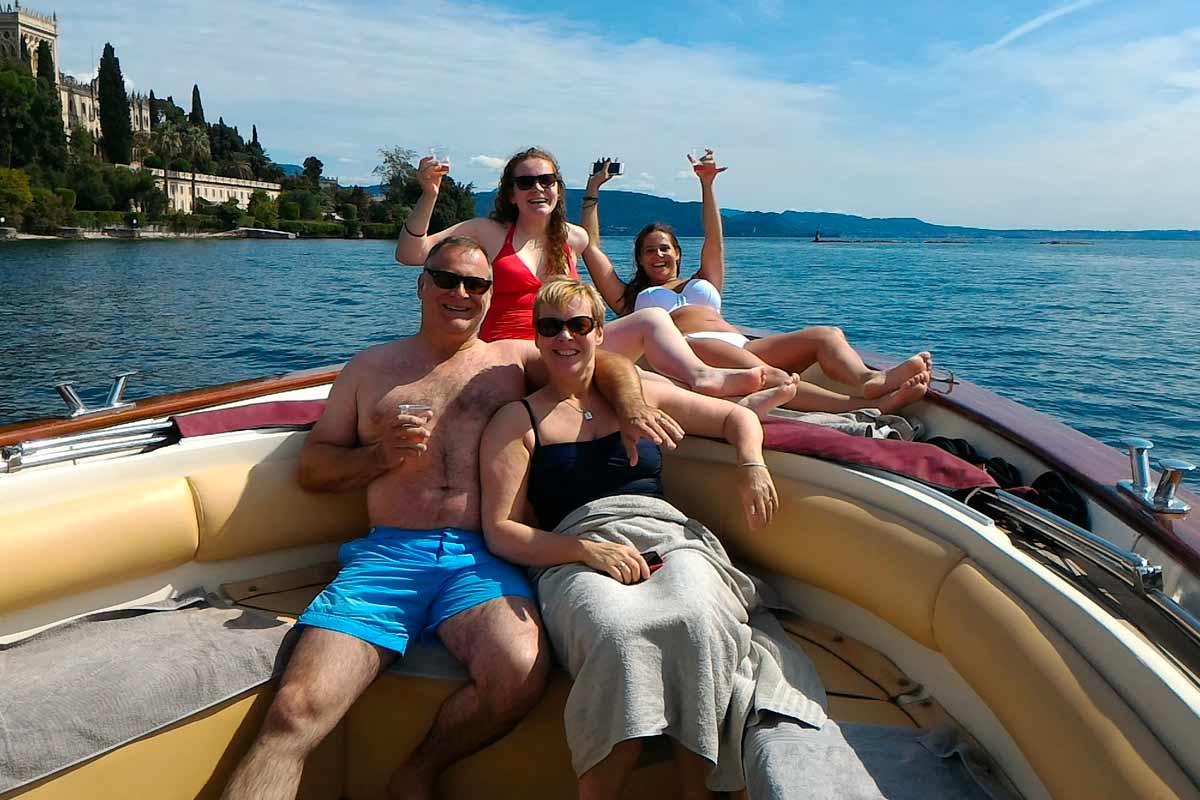 Festeggia gli anniversari e i compleanni in barca
