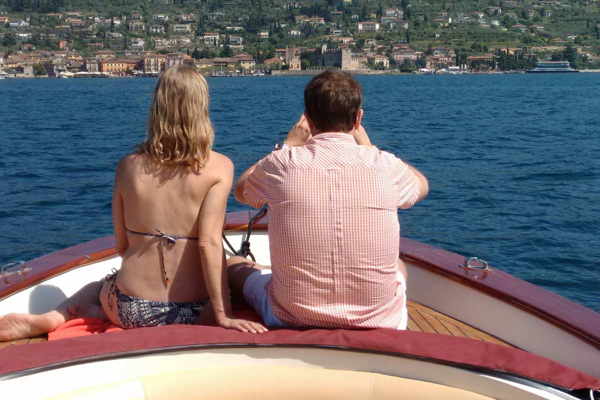Torri del Benaco vista dal lago