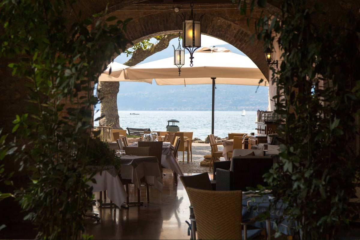 Al ristorante in Barca