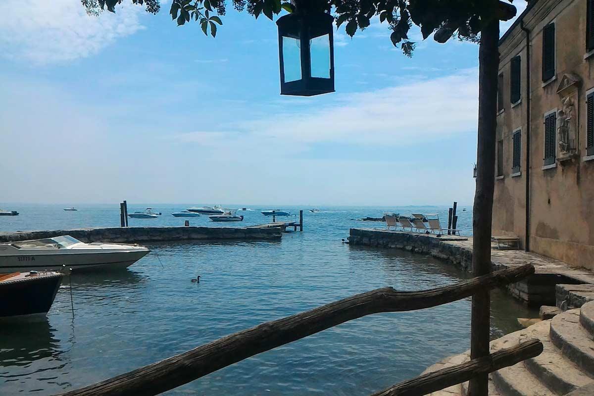 Giro turistico in barca a Punta san Vigilio