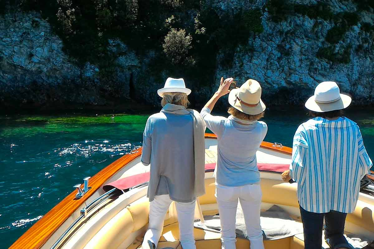 Giro turistico in barca intorno al Lago di Garda